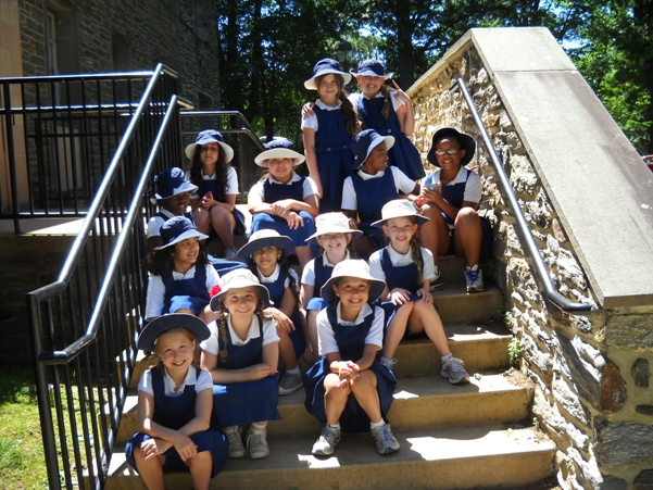 4th grade Baldwin School students wearing their new Coolibar Sun Hats